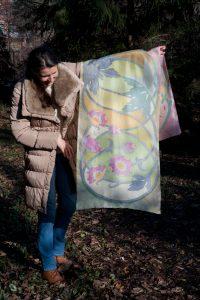 """Ręcznie malowany szal jedwabny """"Anemon Kwiat Wiatrów"""""""