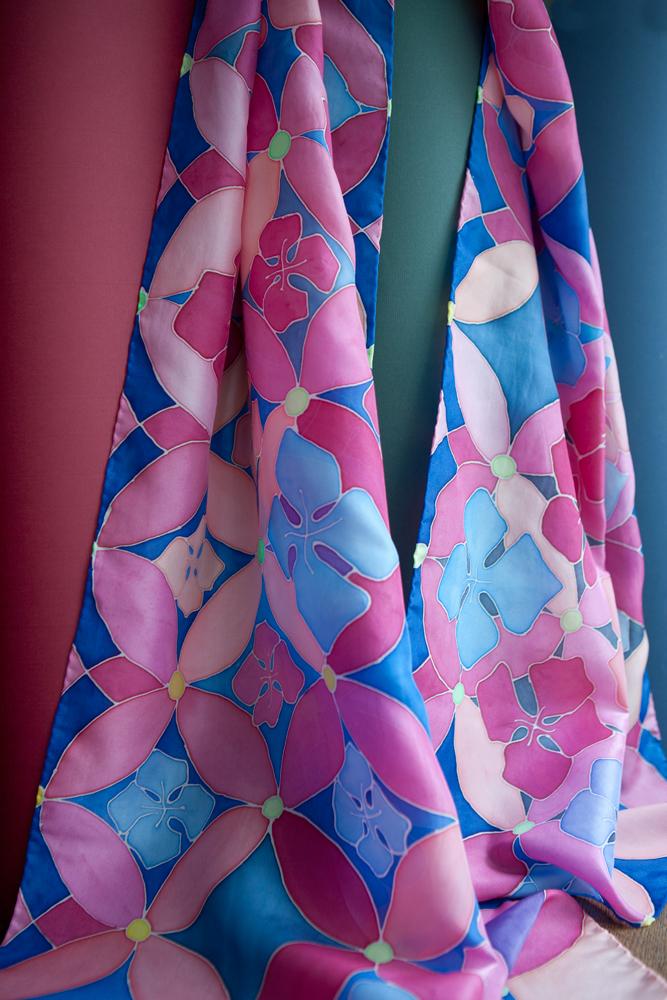 Wieczornik damski - szal namalowany na jedwabiu wg dedykowanego i stworzonego na zamówienie autorskiego wzoru